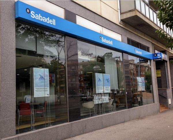 Disponibilidad de las oficinas de banco sabadell a partir for Horario oficinas correos agosto